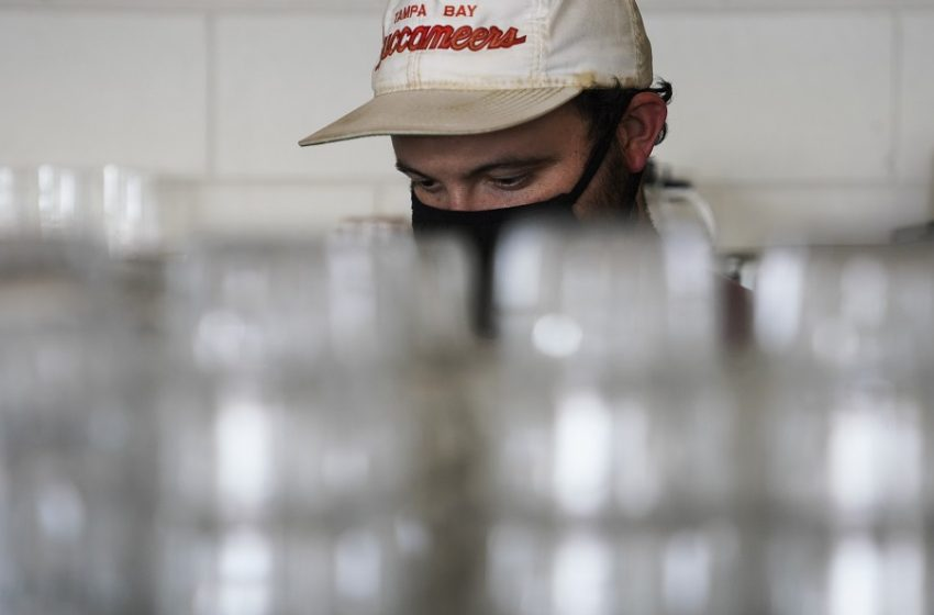 Οργή για τα πρόστιμα σε εργολαβικούς εργαζόμενους την ώρα που άλλαζαν βάρδια, στη Δ. Αττική