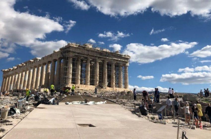 Το υπ. Πολιτισμού για την πλημμύρα στην Ακρόπολη: Συνεχίζονται τα έργα, ώστε να μην πλημμυρίζει και η Πλάκα
