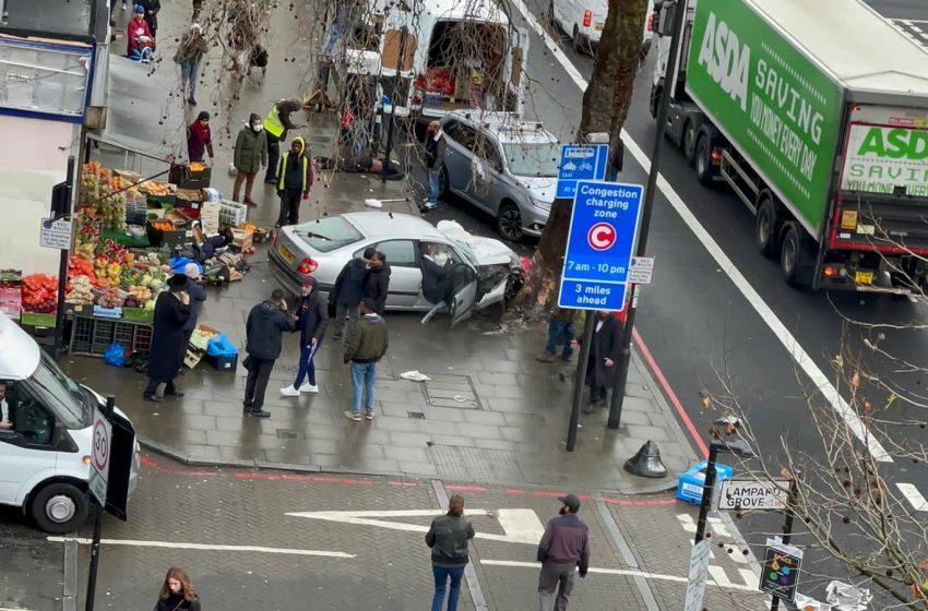 Συναγερμός στο Λονδίνο – Αυτοκίνητο έπεσε σε πεζούς – Υπάρχουν τραυματίες