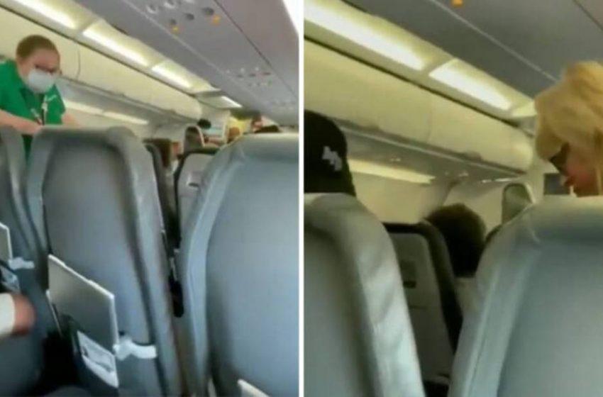 Την κατέβασαν από το αεροπλάνο επειδή δεν φορούσε μάσκα μέσα σε αποθέωση από τους επιβάτες (vid)