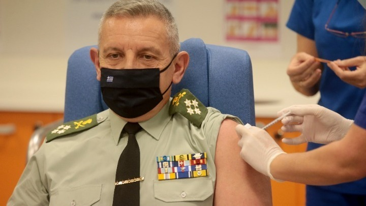 Aρχηγός ΓΕΕΘΑ για εμβολιασμούς: Συναισθανόμαστε τη βαρύτητα της αποστολής που αναλαμβάνουμε