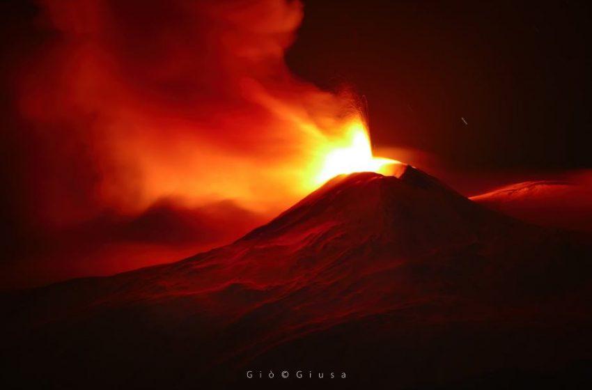 Το «ξύπνημα» της Αίτνα: Εντυπωσιακές εικόνες από το ηφαίστειο την Ιταλία με λάβα 100 μέτρων (vid)