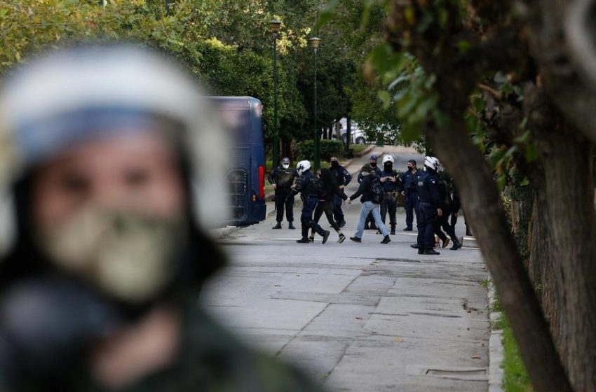 Απαγόρευση συναθροίσεων την Κυριακή – Μοντέλο Πολυτεχνείου στις εκδηλώσεις μνήμης για τη δολοφονία  Γρηγορόπουλου