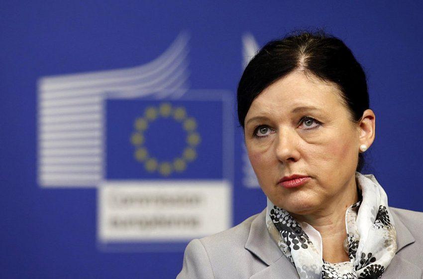 Ευρωπαία επίτροπος: Η λίστα Πέτσα μοιάζει με πρακτικές Όρμπαν