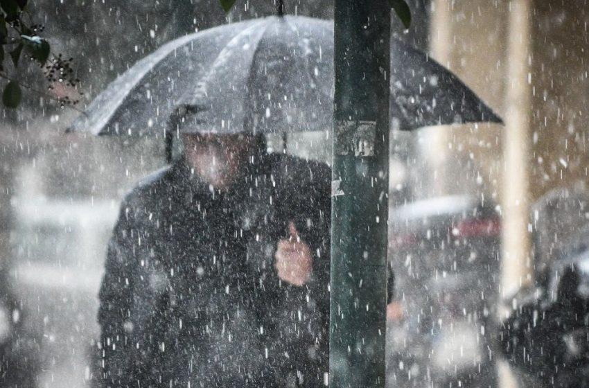 Βροχές, χιόνια και πτώση θερμοκρασίας