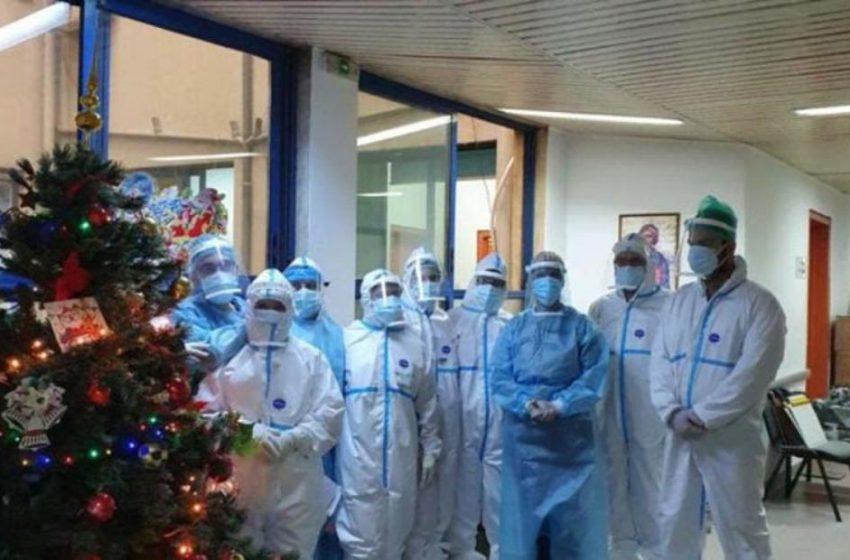 Συγκίνηση στο Ιπποκράτειο: Στόλισαν χριστουγεννιάτικο δέντρο λόγω της μείωσης των εισαγωγών