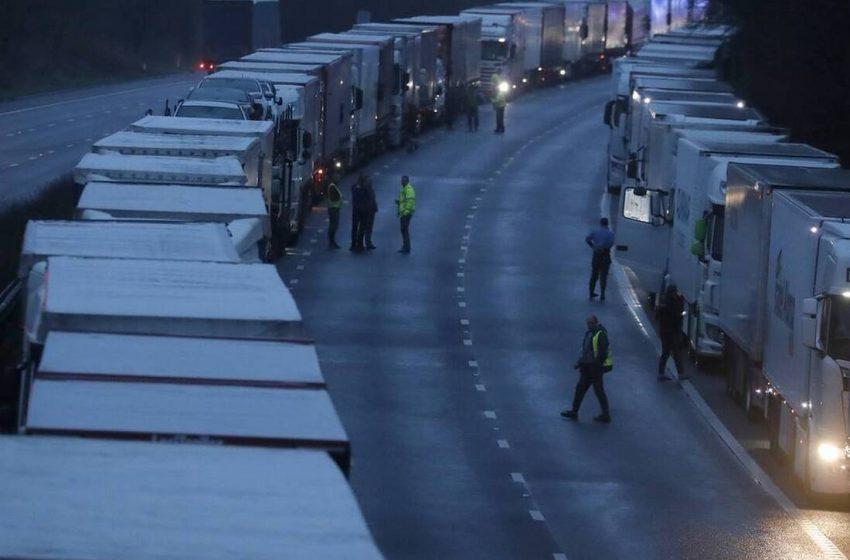 Κρατά κλειστά τα σύνορα η Γαλλία στην Βρετανία μέχρι τις 6 Ιανουαρίου