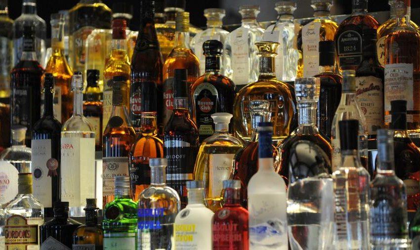 Μελέτη: Το lockdown αυξάνει την υπερβολική κατανάλωση αλκοόλ