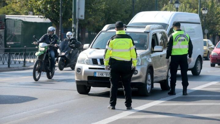 Πρωτοχρονιά: 10.000 αστυνομικοί στους δρόμους – Πιο εντατικοί έλεγχοι από τα Χριστούγεννα