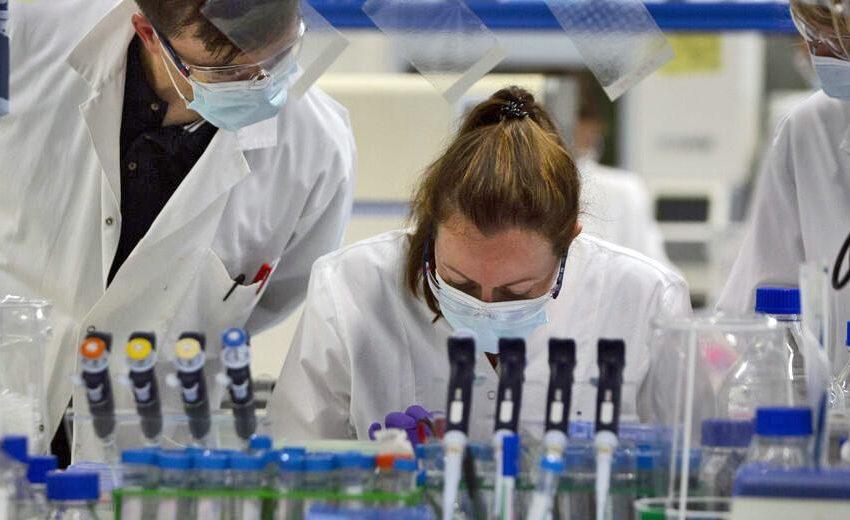 Guardian: Βρετανοί ιολόγοι δοκιμάζουν νέο φάρμακο για τον Covid