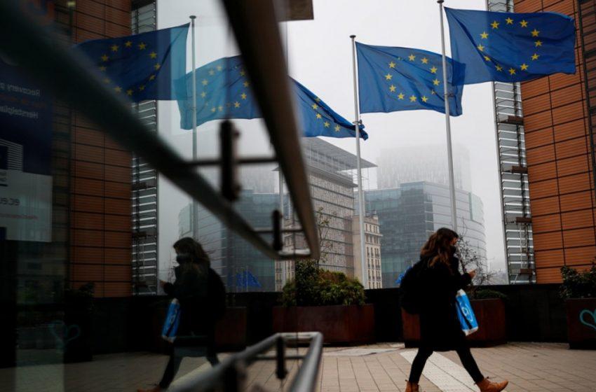 Ευρωβαρόμετρο: Τι πιστεύουν οι Έλληνες για πανδημία, οικονομία, Ταμείο Ανάκαμψης, θεσμούς κ.ά