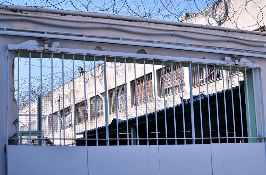 Σάλος με το βίντεο στο Tik Tok – Κρατούμενοι στις φυλακές Κορυδαλλού έστησαν τρελό γλέντι με ζεϊμπέκικα