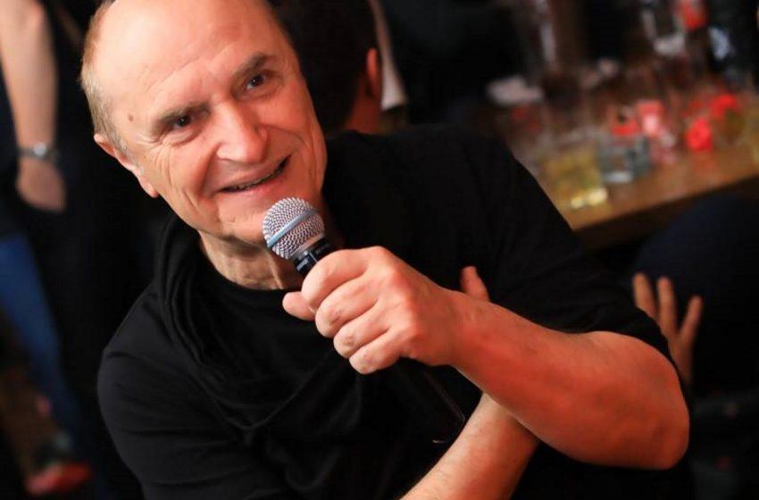 """Πέθανε από κοροναϊό ο Χάρης Γαλανός – Ο αγαπημένος τραγουδιστής της """"high society"""""""