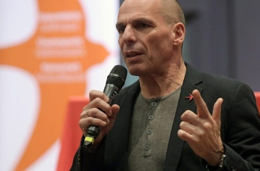 """Βαρουφάκης: """"Δεν νοιάζονται για τους απόδημους  αλλά για την εκμετάλλευσή τους"""""""