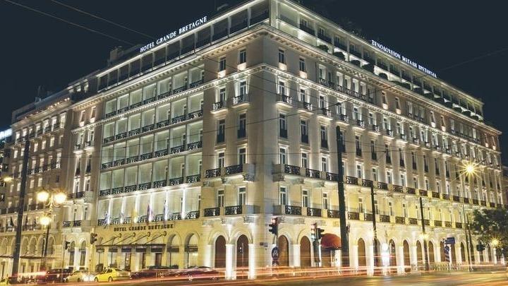 Σύγκρουση κυβέρνησης ξενοδόχων μετά την απόφαση για τα ρεβεγιόν – Έντονη αντίδραση της Πανελλήνιας Ένωσης