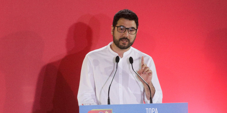 """Ηλιόπουλος για άρθρο στο in.gr: """"Η φωτό με Λιγνάδη είναι μοντάζ"""""""