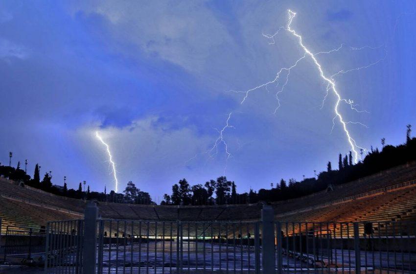 Καταιγίδες και χαλαζοπτώσεις στην Αθήνα (vid)