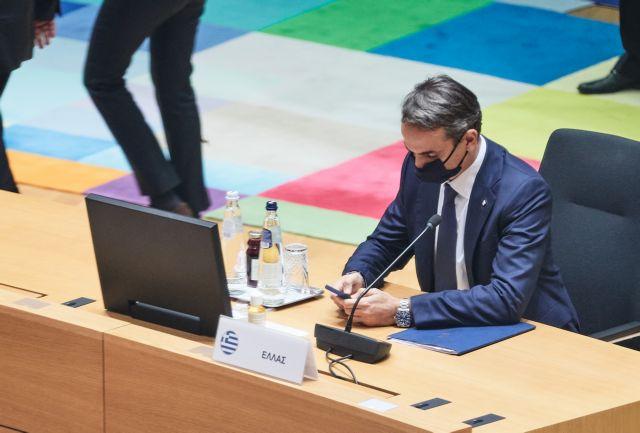 Μαξίμου: Ο πρωθυπουργός έχει αρνητικό τεστ, γι αυτό δεν μπήκε σε καραντίνα- Ερωτηματικά μετά την επαφή με Μακρόν στη Σύνοδο Κορυφής