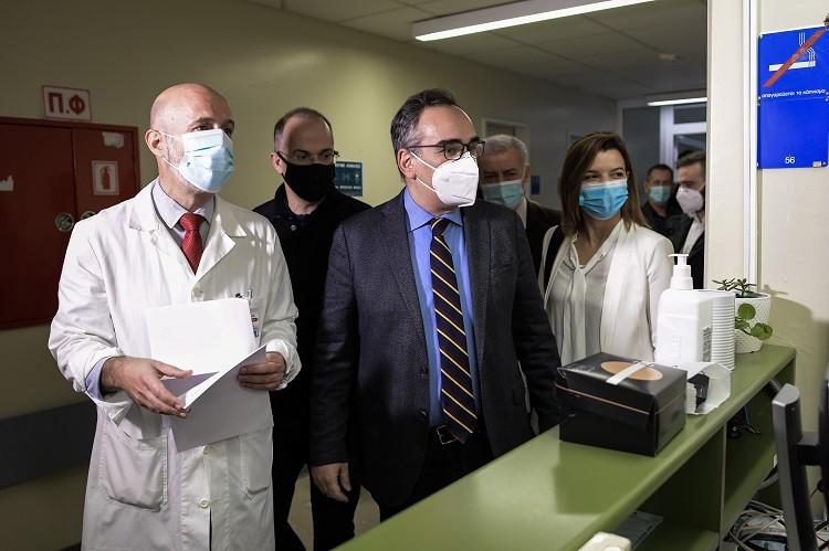 """Από """"κόσκινο"""" 111 διοικητές και υποδιοικητές νοσοκομείων- Καταγγελίες για ολιγωρία κατά τη διαχείριση της πανδημίας"""