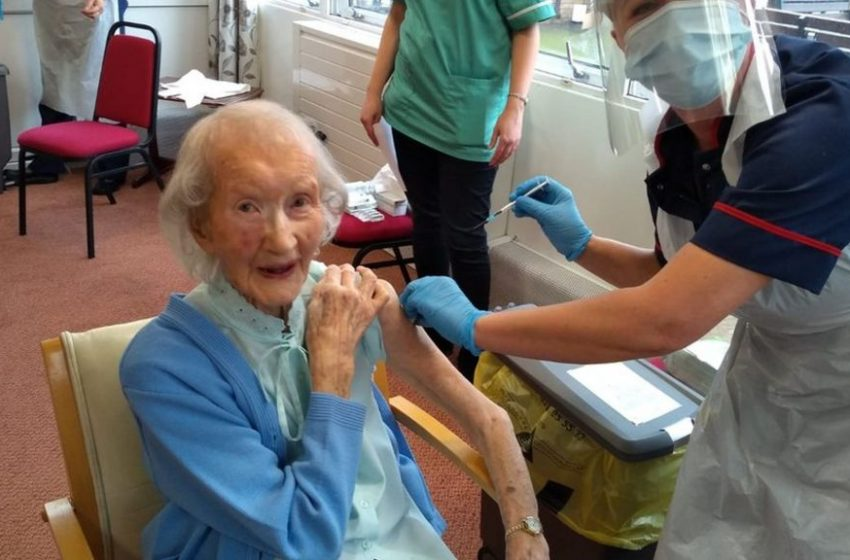 Σούπερ-γιαγιά 108 ετών έκανε το εμβόλιο για τον κοροναϊό – Είχε νικήσει και την ισπανική γρίπη (vid)
