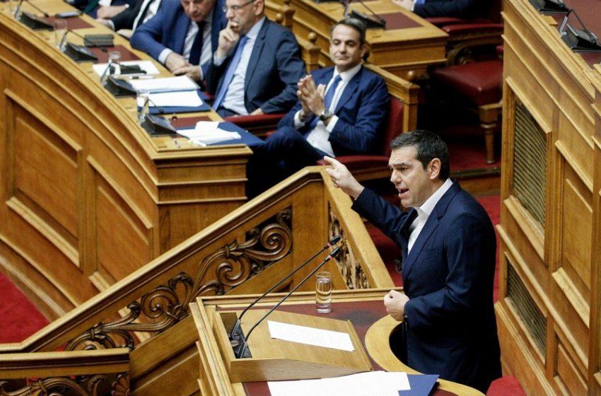Βουλή: Ο Αλ. Τσίπρας αποκάλυψε τροπολογία για απευθείας προμήθεια εμβολίων από τις εταιρείες