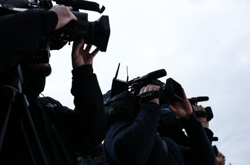Τηλεοπτικό συνεργείο του MEGA πήγε στο σπίτι του Αλ. Τσίπρα στη Λαυρεωτική – Επεισόδιο με τους άνδρες της ασφάλειας