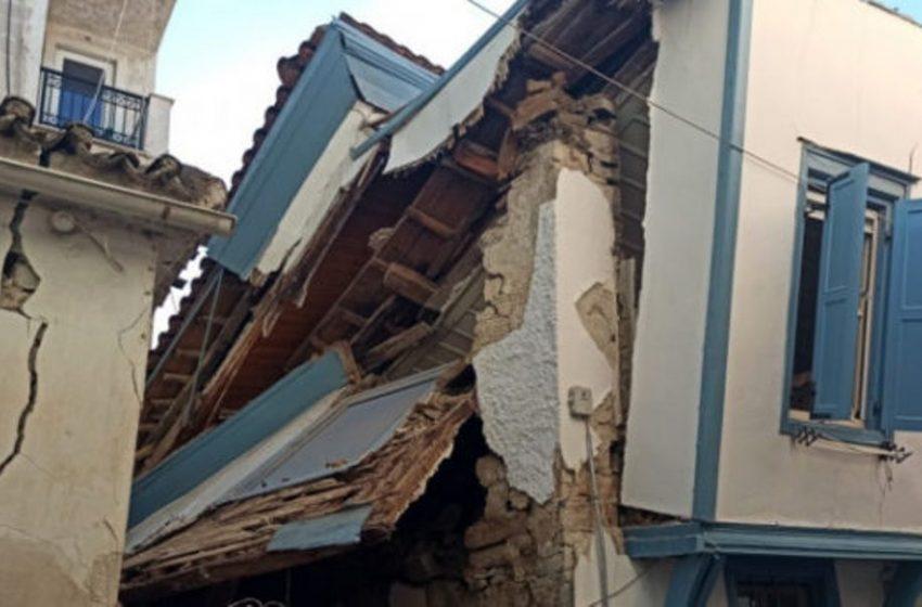 Σάμος: Γκρεμίστηκε το σπίτι που έχασαν την ζωή τους η Κλαίρη και ο Άρης (vid)