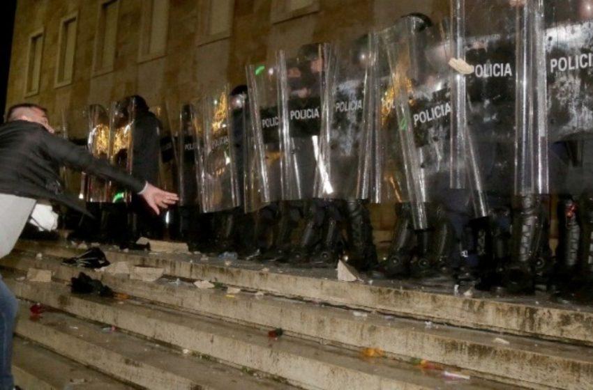Καζάνι που βράζει η Αλβανία – Εξεγέρσεις σε πολλές πόλεις για την δολοφονία 25χρονου από αστυνομικό