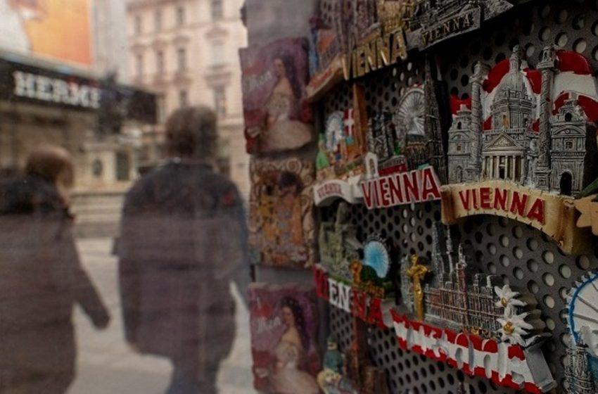 Η Αυστρία βάζει περιορισμούς στα σύνορά της ενόψει Χριστουγέννων