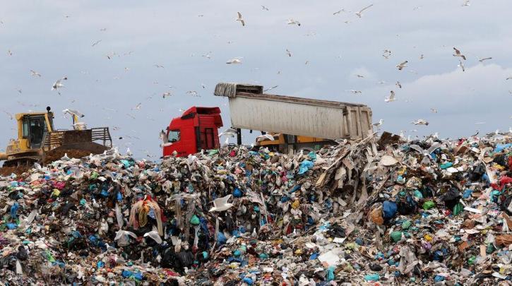 """Έρχονται περιβαλλοντικά τέλη – Εφαρμόζεται το """"πληρώνω όσο πετάω"""""""