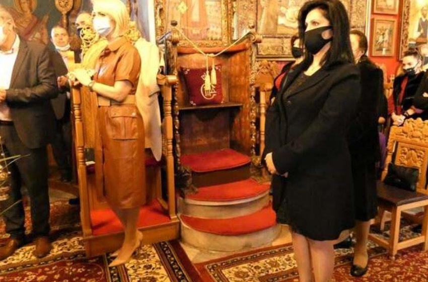 Ποια βουλευτής της ΝΔ αγνόησε τα μέτρα και πήγε στην εκκλησία (pics)