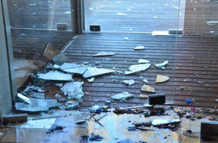 Επίθεση με μπογιές και τρικάκια σε σπίτι δικαστικού