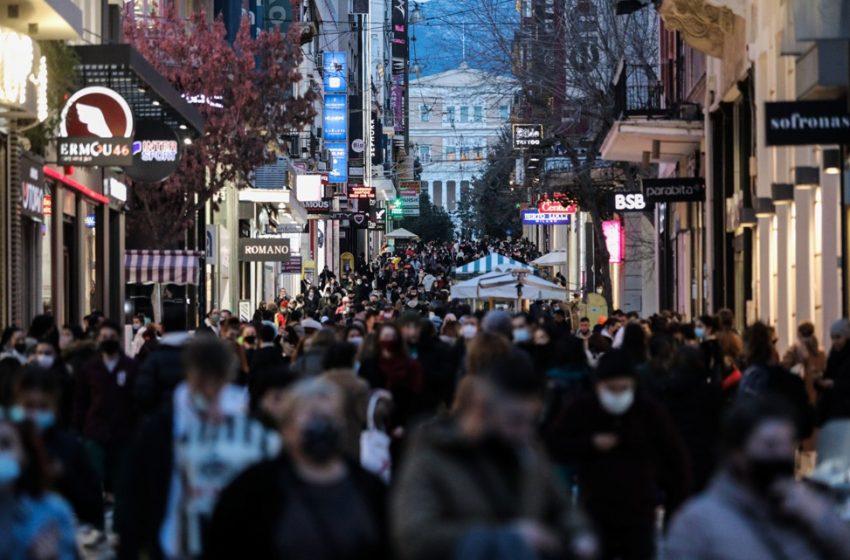 Βγήκαν στα μαγαζιά οι Αθηναίοι: Συνωστισμός στην Ερμού