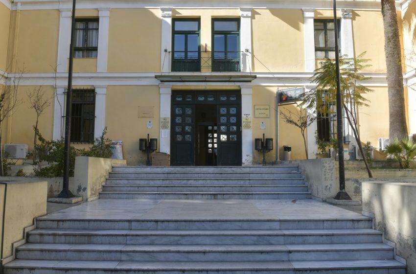 Πέταξαν μολότοφ κοντά στα δικαστήρια της Ευελπίδων