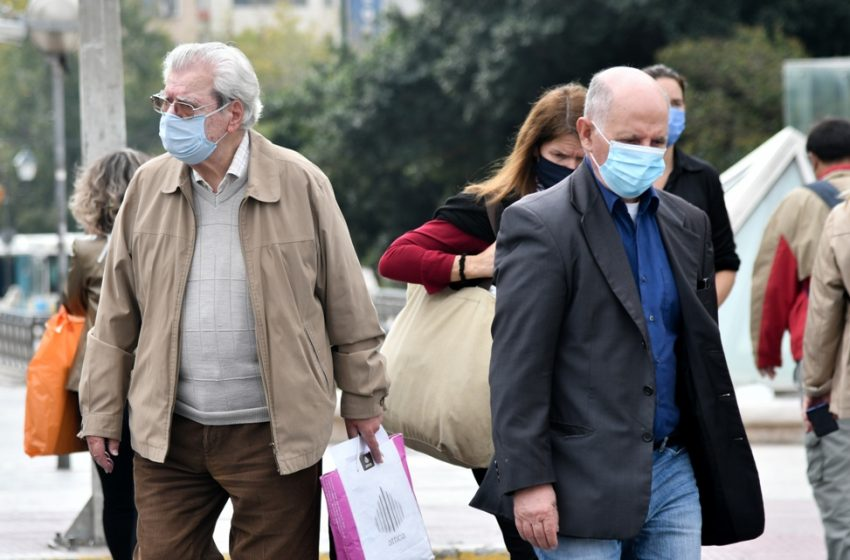 Μαγιορκίνης: Τι είπε για τις μάσκες. Ποιες προστατεύουν καλύτερα
