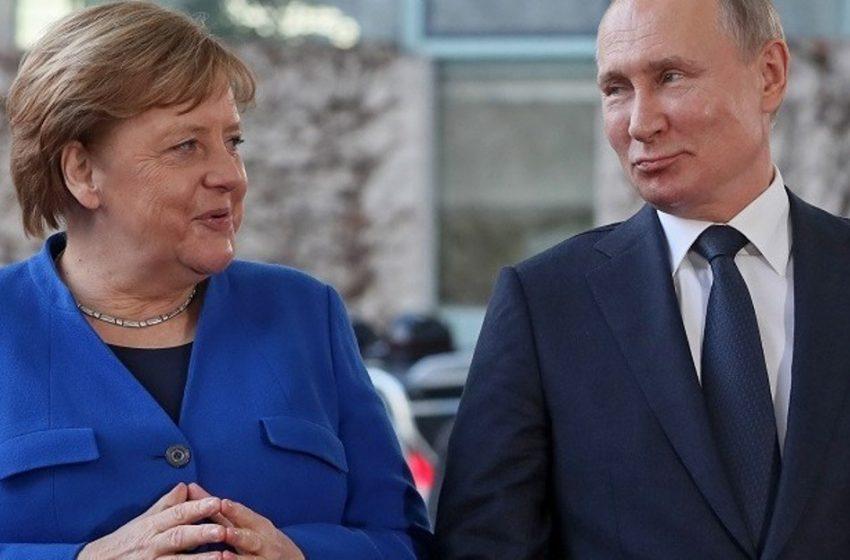 Η Μέρκελ μίλησε με τον Πούτιν για εμβόλια