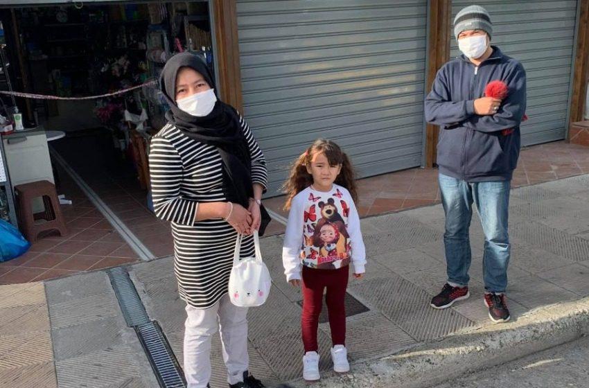 Οικογένεια Αφγανών προσφύγων βρήκε πορτοφόλι και το παρέδωσε σε αστυνομικό στην Μυτιλήνη