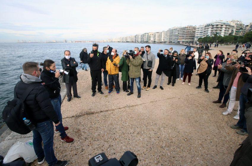 Θεσσαλονίκη: Προσαγωγές ατόμων που έριξαν τον σταυρό στη θάλασσα