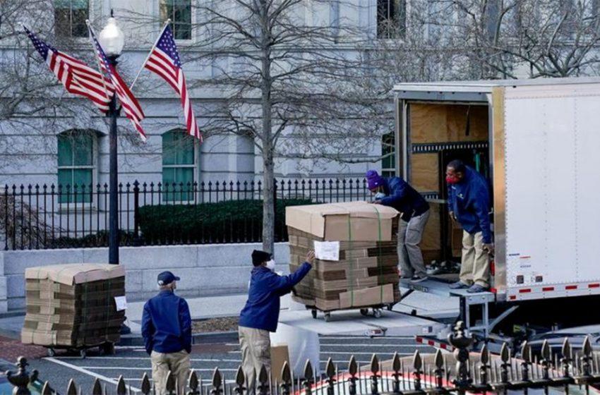 Ξεκουβαλάει από τον Λευκό Οίκο ο Τραμπ – Μαζεύει και τις κορνίζες (εικόνες)