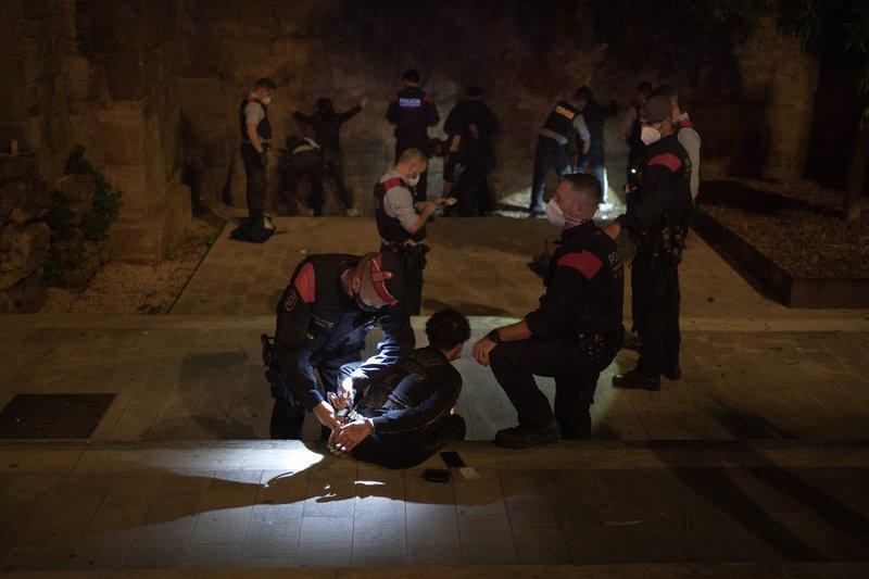 Συλλήψεις για ρέιβ πάρτι στην Καταλονία