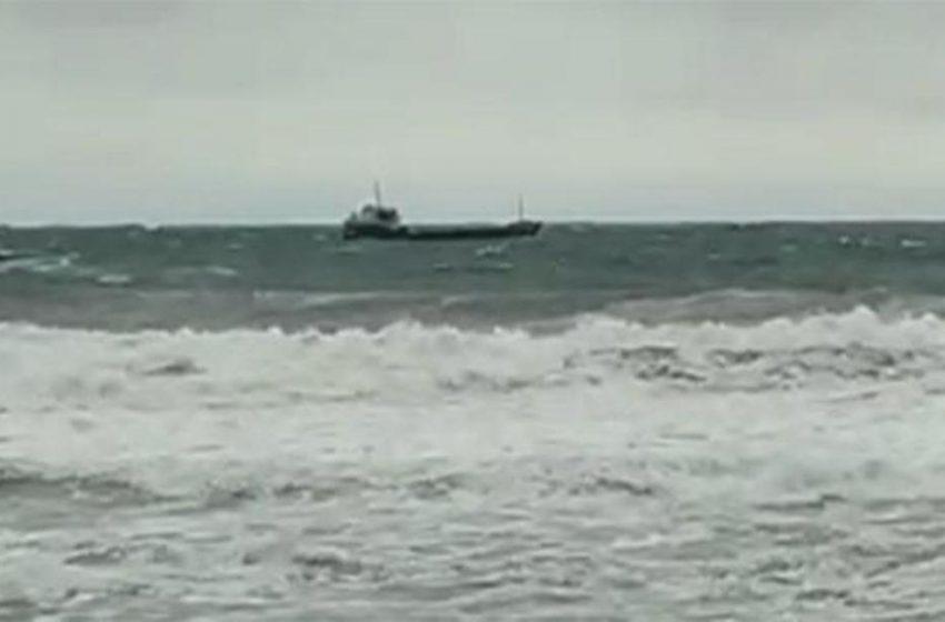 Βυθίζεται ρώσικο πλοίο στη Μαύρη Θάλασσα – Μεγάλη επιχείρηση διάσωσης (vid)