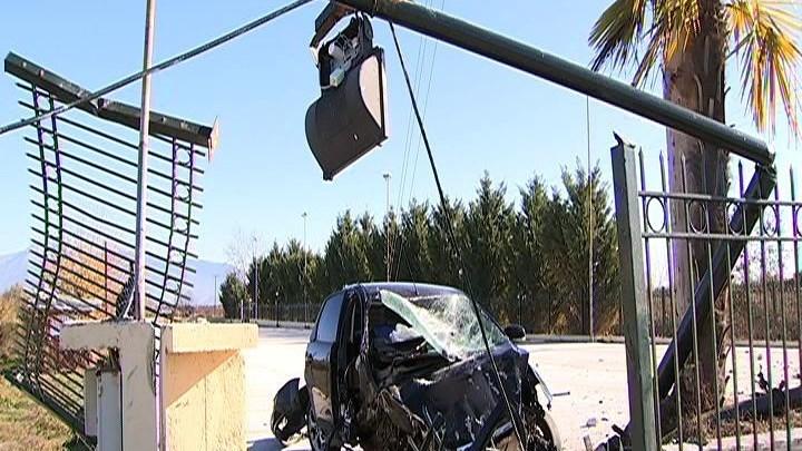 Τραγωδία στη Λάρισα: Νεκρή 19χρονη σε τροχαίο – Σοβαρά τραυματίας 20χρονος (εικόνες)