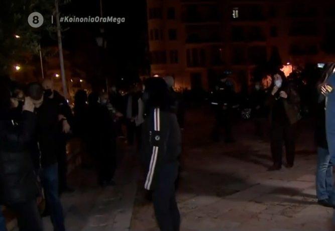 Ουρές πιστών για τον αγιασμό στον Άγιο Δημήτριο Θεσσαλονίκης- Έντονη αλλά διακριτική παρουσία της αστυνομίας