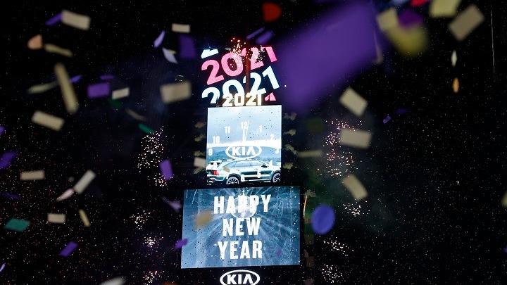 """2021: Ο πλανήτης γιόρτασε """"ήσυχα"""" την έλευση του νέου έτους υπό τη σκιά της πανδημίας (vids)"""