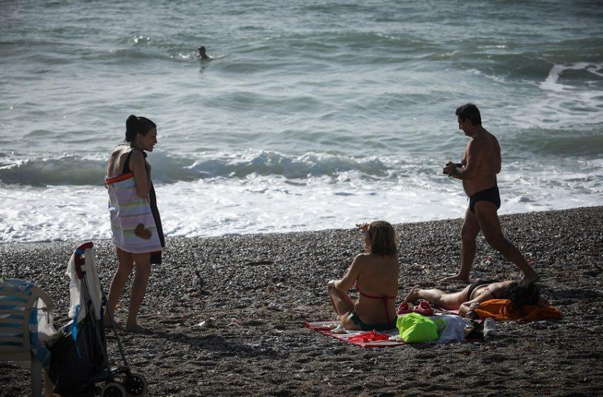 Γέμισαν κόσμο παραλίες και… πάρκα – Πονοκέφαλος στην ΕΛ.ΑΣ και αυξημένοι έλεγχοι (εικόνες)