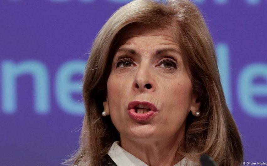 Κριτική της FAZ στην Επίτροπο Στέλλα Κυριακίδου για το χάος των εμβολίων