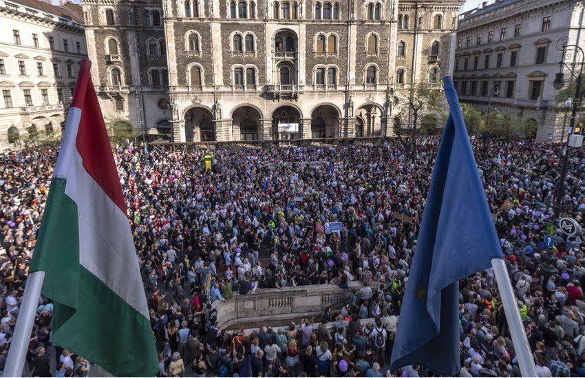 Διαδηλώσεις κατά του lockdown σε όλη την Ευρώπη- Αντιδράσεις για την πτωχοποίηση της πανδημίας- Ταραχές σε Ολλανδία, Αυστρία, Ουγγαρία κ.ά