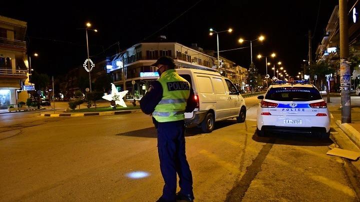 Οκτώ συλλήψεις και 1.668 παραβάσεις των μέτρων κατά του κοροναϊού την παραμονή της Πρωτοχρονιάς