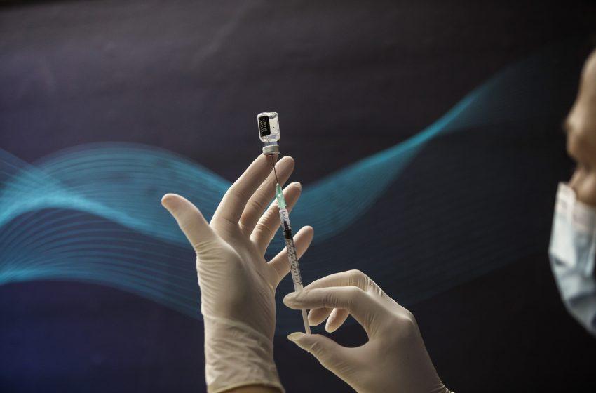 """Η Pfizer μειώνει τις παραδόσεις εμβολίων έως 50% σε χώρες της ΕΕ- Η Ιταλία απειλεί με νομικά """"αντίποινα"""""""
