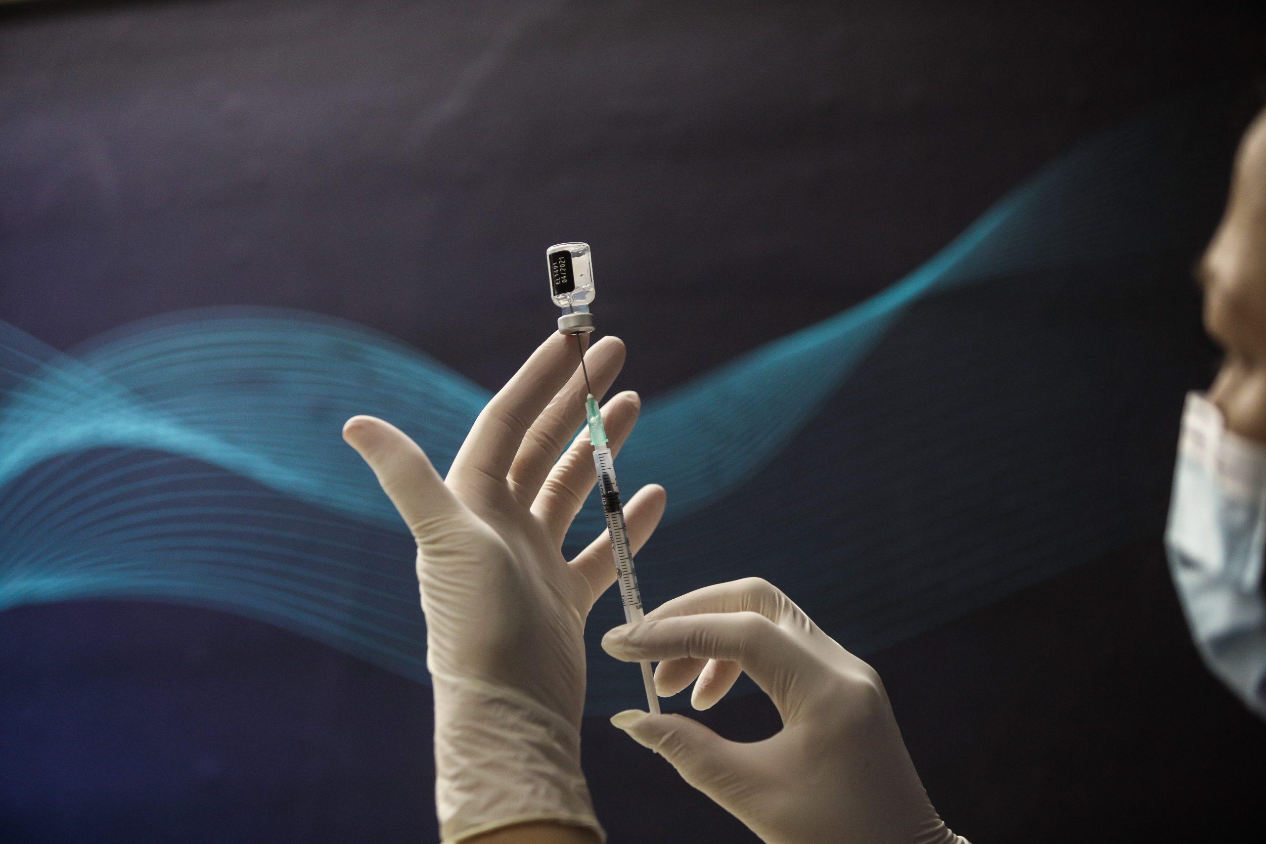 Συμφωνία κολοσσών στις ΗΠΑ για διπλάσια παραγωγή εμβολίων